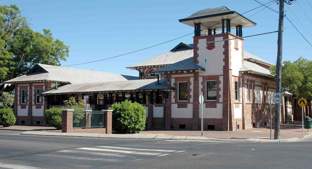 1200px-Bourke_court_house